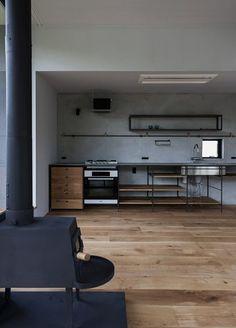 house in Machida Home Decor Kitchen, Kitchen Interior, Room Interior, Home Kitchens, Küchen Design, House Design, Unfitted Kitchen, Home Furniture, Furniture Design