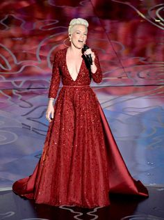 Pink, preforming Somewhere Over The Rainbow, 75th anniversary of Wizard Of Oz #Oscars