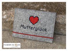 ❤ Mutterpasshülle aus Filz ❤ Mutterglück von Fadenring & Co auf DaWanda.com