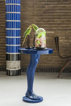 Human leg table blue. design by Maddnes house of design. www.maddnesonlineshop.nl