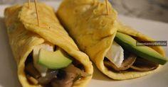 Tortilla rellena de champiñones y queso fresco. Una cena ligera, rápida y rica.