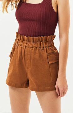 Our very own LA Hearts keeps you on-trend this season with the Paperbag Waist Cargo Shorts. These adventure-ready shorts feature a high-rise fit, paperbag waist, and flap pockets at the sides. Pacsun Outfits, Shorts Outfits Women, Short Outfits, Cute Outfits, Brown Shorts Outfit, Kendall And Kylie Clothing, Clothing Hacks, Chor, Fashion Sewing