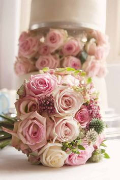 Bouquet and cake Bridal Bouquet Pink, Bride Bouquets, Rose Bouquet, Bridesmaid Bouquet, Calla Lily Flowers, Peonies And Hydrangeas, Sugar Flowers, Calla Lilies, Wisteria Wedding