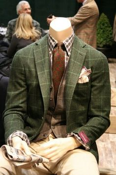 English style in clothing has always carried a very tailored look with these woolen clothes Green Sport Coat, Green Blazer, Green Jacket, Fall Blazer, Plaid Jacket, Sharp Dressed Man, Well Dressed Men, Woolen Clothes, Olive Jacket