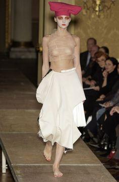 Comme des Garçons Fashion Show, Spring/Summer 2004 tag: Rei Kawakubo
