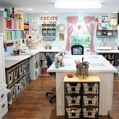 craft spaces - Craft room (Part Swoon worthy craft room compilation. the best and most inspiring craft roomsSwoon worthy craft room compilation. the best and most inspiring craft rooms Sewing Room Design, Craft Room Design, Craft Room Decor, Craft Space, Craft Room Storage, Space Crafts, Home Crafts, Sewing Spaces, Design Crafts