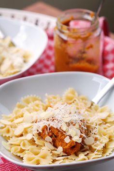 Möhrenpesto mit Mandeln und Tomate - Fee ist mein Name // Carrot pesto with almonds and tomato