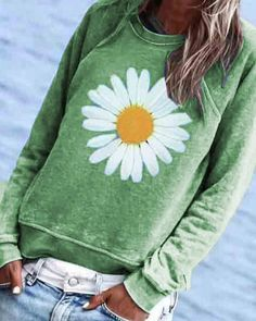 CA$ 39.57 - Casual Floral Printed Crew-Neck Top - m.dressisi.com Gris Violet, Look Fashion, Womens Fashion, Off Shoulder Fashion, Shirt Bluse, Sunflower Print, Style Casual, Cute Tshirts, Lace Up Heels
