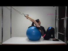 Ponte com Resistência de MMSS na Bola de Pilates - Pilates de A a Z - YouTube