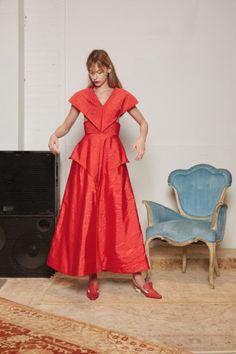 Abendkleider4You Fashion Editor, Fashion Week, Fashion 2017, New York Fashion, Girl Fashion, Fashion Design, Full Length Gowns, Fashion Show Collection, Vogue Paris