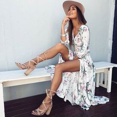 Floral maxi dresses are our favorite for summer! This one is so boho & chic.
