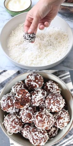 Healthy Chocolate Coconut Protein Balls Imagine a delicious Mounds candy bar…rolled into a rich chocolate truffle…that's healthy! That's what you get when you make these Chocolate Coconut Protein Balls! Protein Dinner, High Protein Snacks, Healthy Protein Balls, Protein Rich Foods, Good Healthy Recipes, Healthy Sweets, Healthy Eating, Heart Healthy Desserts, Healthy Candy