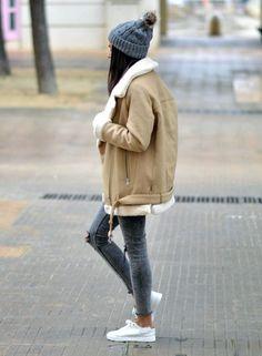 Look hiver jean skinny, baskets, blouson aviateur camel