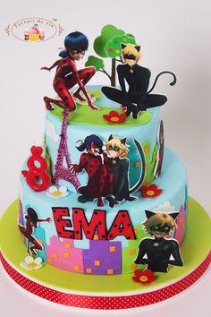 Torturi de vis: Tort cu Buburuza si Motanul Noir Girly Birthday Cakes, Disney Princess Birthday Party, Girl Birthday, Cumpleaños Lady Bug, Miraculous Ladybug Party, Ladybug Cakes, Mickey Cakes, Jimmy, Girl Cakes