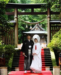 Japanese wedding.  A Japanese groom also wears a formal kimono, called a montsuki kimono. It's tied at the waist with a sash and tucked into loose, pleated hakama pants that fall to the ankles.   The groom can also wear a matching haori overcoat, made to keep the kimono clean and dry in bad weather. The montsuki is usually black and features the groom's family crest in white on the front and back.