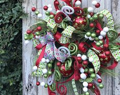 Door wreaths christmas thoughts 22 Ideas for 2019 Christmas Door Wreaths, Christmas Fireplace, Holiday Wreaths, Christmas Decorations, Holiday Decor, Green Front Doors, Front Door Colors, Front Door Decor, Teacher Door Decorations