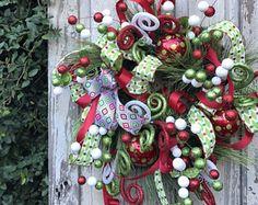Door wreaths christmas thoughts 22 Ideas for 2019 Christmas Door Wreaths, Christmas Fireplace, Holiday Wreaths, Holiday Decor, Green Front Doors, Front Door Colors, Front Door Decor, Teacher Door Decorations, Wooden Garage Doors