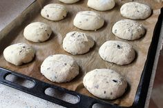 preparare paine cu ceapa si masline 6 Bread, Cookies, Desserts, Food, Crack Crackers, Tailgate Desserts, Deserts, Brot, Biscuits