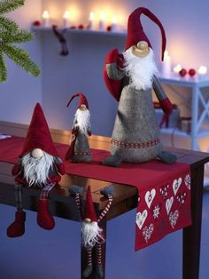 Gnome, 'Nisse' genannt, sind skandinavischer Weihnachtsschmuck. .. Gnomes called 'Nisse' is Scandinavian Christmas ornament. ~ gesehen bei: Moments of enjoyment https://www.facebook.com/Moments-of-enjoyment-370044003191084/