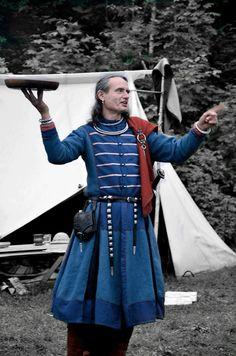 92. Chieftains coat with silver brocaded bands. Høvdingens jakke med sølvbrosjerte brikkebånd