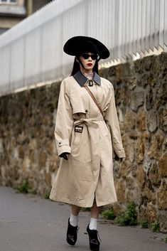 All of the Best Street Style Looks (So Far!) From Paris Fashion Week Fall 2020 Best Street Style, Cool Street Fashion, Street Style Looks, Paris Fashion, Christian Dior Bags, Catwalks, Paris Street, Beige Color, French Fashion