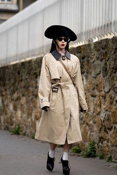 All of the Best Street Style Looks (So Far!) From Paris Fashion Week Fall 2020 Cool Street Fashion, Paris Fashion, Christian Dior Bags, Catwalks, Paris Street, Street Style Looks, Beige Color, French Fashion, Polo