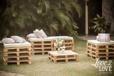 Newest DIY Pallet Projects You Want to Try Immediately: Pallet wood projects are very easy to use. If you want to save your money then you should make out things with your own hands. Pallet Furniture, Garden Furniture, Outdoor Furniture Sets, Outdoor Decor, Wedding Furniture, Barn Parties, Outdoor Parties, Party Decoration, Wedding Decorations