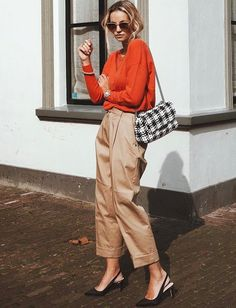 Camel + noir + orange = le bon mix (photo Anouk Yve)