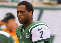 #NYJets quarterback Geno Smith reportedly kicked off plane for refusing to get off his cellphone