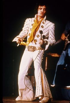 Elvis in Concert - White Pyramid Jumpsuit (1972)