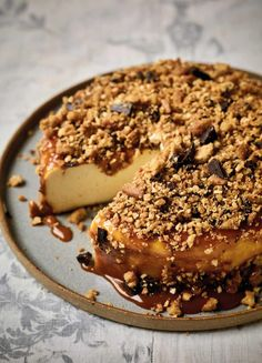 Back-to-front Baked Cheesecake by Nadiya Hussain via The Happy Foodie No Bake Cheesecake, Cheesecake Recipes, Dessert Recipes, Best Baked Cheesecake Recipe, Chocolate Cheesecake, Buttery Biscuits, Round Cakes, Sweet Tooth, Sweet Treats