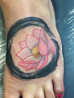 Japanese Ensō with pink Lotus flower