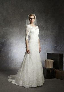 Justin Alexander three-quarter length wedding gown. Beautiful!