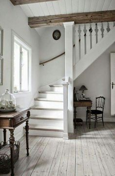 Awesome Modern Farmhouse Staircase Decor Ideas - Page 65 of 75 - Afifah Interior Sweet Home, Painted Stairs, Painted Wood Ceiling, Painted Beams, Shiplap Ceiling, Plank Ceiling, Floor Ceiling, Cool Countries, Country Decor