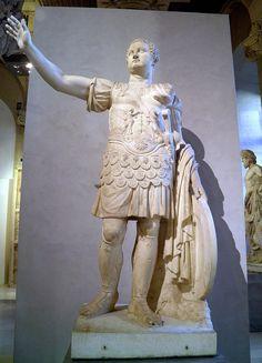 Statue de l'empereur Titus, fin du Ier siècle après J.-C., Louvre Museum, Paris | Flickr: Intercambio de fotos