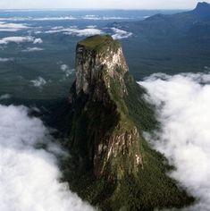 Aerial image of tepuis showing Mount Autana (Cerro Autana), Amazonas territory, Venezuela, South America