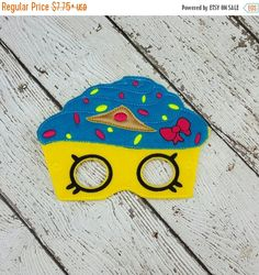 Check out this item in my Etsy shop https://www.etsy.com/listing/386066686/early-bird-sale-cupcake-mask
