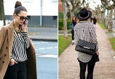 Combinar blusas rayas negras y blancas, verticales y horizontales.