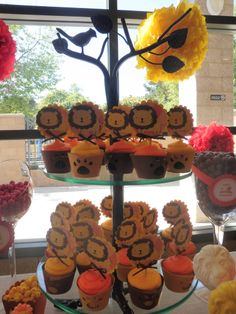 Love the cupcake stand, lion pics and cupcake covers...they look easy to do.
