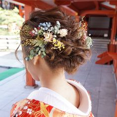 ドライフラワーを使った和装ヘアの髪飾りが可愛い
