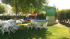 PROMOCIONA tu restaurante , local de fiestas o terraza con el alquiler de un castillo hinchable . Oferta para Madrid.
