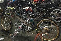 @Regrann from @indonesia.racing - Fokus mimin sama rangka nya dan posisi karbu🤘. - Andalan baru 130 tu op27 sedang dalam pengerjaan mesin di markas besar mbkw2 yogyakarta, wah ditunggu nih hasil dari pak mlethiz . Selain rangkanya yang memang keren , ini lagi ditunggu hasil mesin nya 🤘🏁🇲🇨 - Kalian suka yang model mana rangkanya? - Credit to @krisnaandria - New weapons 🔫💣 130