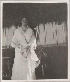 Imperatriz Alexandra Feodorovna no convés do Imperial Yacht Standart, em 1914.