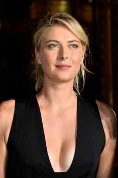 Tennis player Maria Sharapova attends the Stella McCartney show as part of the Paris Fashion Week Womenswear Spring/Summer 2016 on October 2015 in Paris, France. Maria Sharapova Hot, Sharapova Tennis, Maria Sarapova, Casual Updo, Messy Updo, Tennis Players, Celebs, Celebrities, Celebrity Hairstyles