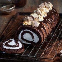 Chocolate Marshmallow Log (Flourless) - The Kate Tin Chocolate Roll, Chocolate Marshmallows, Flourless Chocolate, Chocolate Coating, Chocolate Cake, Cake Roll Recipes, Dessert Recipes, Dessert Ideas, Just Desserts