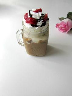 Recept Na Moju Ľadovú Kávu – Tiramisu Iced Coffee Iced Coffee, Tiramisu, Latte, Mason Jars, Food And Drink, Mugs, Lifestyle, Tableware, Dinnerware
