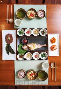 There are actually bigger table setups than this in Han Jeong Sik. Korean Dishes, Korean Food, K Food, Food Porn, Japanese Food Sushi, Aesthetic Food, Perfect Food, Food Presentation, Food Design