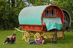 Gypsy vacation that includes a Gypsy caravan and one or two horses Gypsy Trailer, Gypsy Caravan, Gypsy Wagon, Vw T3 Westfalia, Gypsy Home, Belle France, Gypsy Style, Gypsy Chic, Hippie Chic