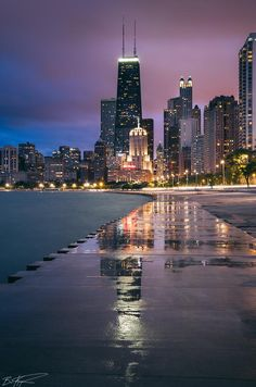 Illinois: Lakefront path / Oak Street Beach, evening view (Chicago Pin of the Day, Chicago Usa, Chicago Travel, Chicago City, Chicago Skyline, Chicago Illinois, Chicago Night, Chicago Beach, Milwaukee City, Chicago Trip