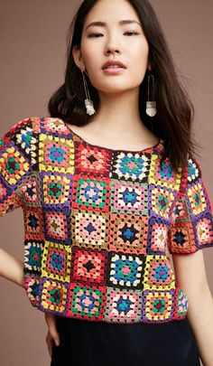 Granny Square Crochet Top and Blouses Ideas for This Year! Part 2 # granny square crochet clothes Granny Square Crochet Top and Blouses Ideas for This Year! Part 2 T-shirt Au Crochet, Point Granny Au Crochet, Cardigan Au Crochet, Beau Crochet, Pull Crochet, Mode Crochet, Crochet Shirt, Crochet Squares, Granny Squares